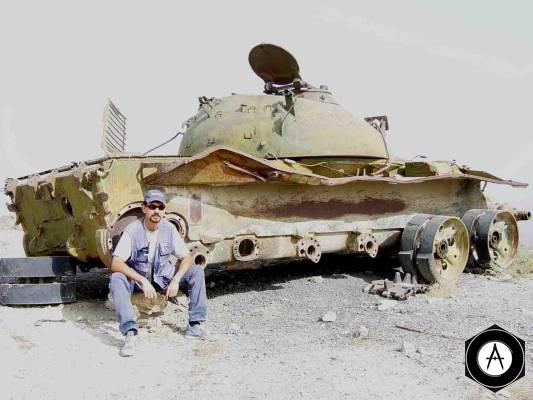 разбитый Т-55 пустыня