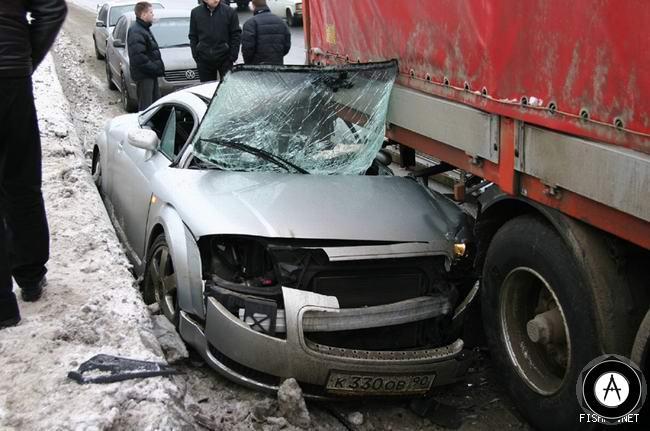 Авария Audi TT с грузовиком