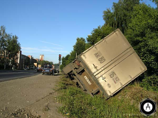 Авария грузовика в Лакинске