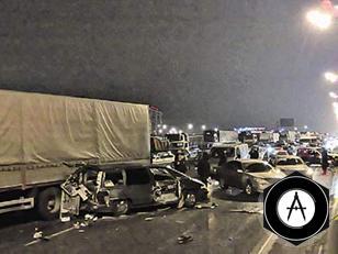 В аварии на МКАД разбились 9 легковушек и две фуры