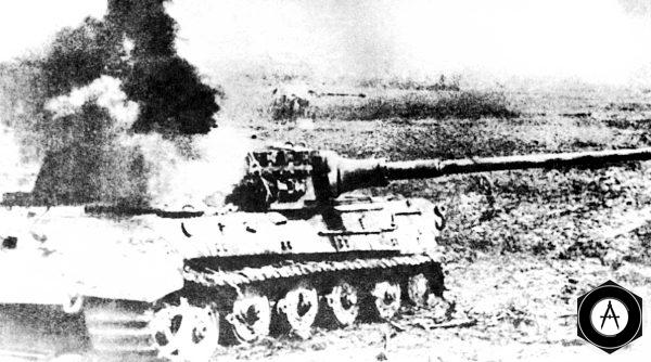 Горит Королевский Тигр PzVIB 1944