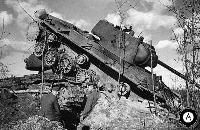 Два КВ-1 подбиты и захвачены 1941