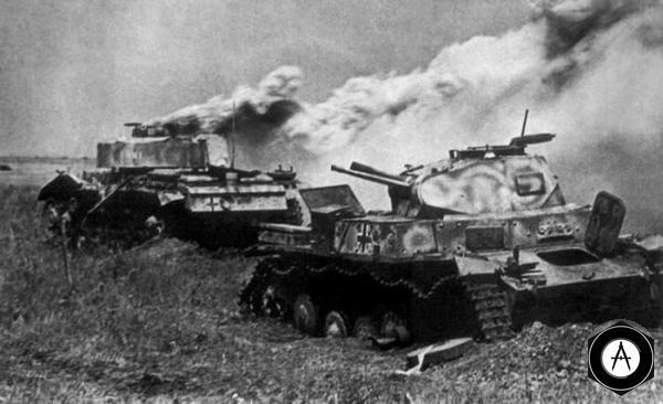 подбит Pz-II горит Pz-IV 1943