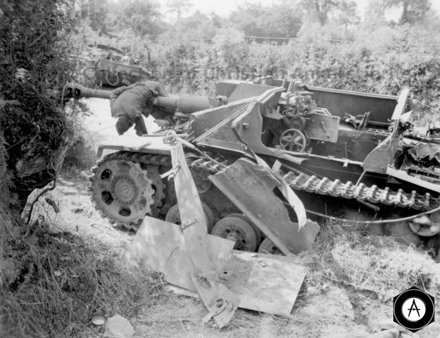 САУ Артштурм взорван при попадании авиабомбы
