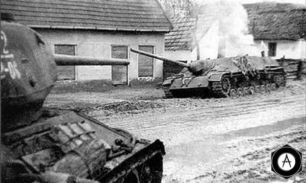 Т-34-85 уничтожил германскую САУ на базе Т-4 1945