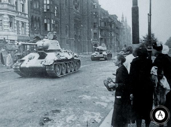 Т-34 в европейском городе 1945