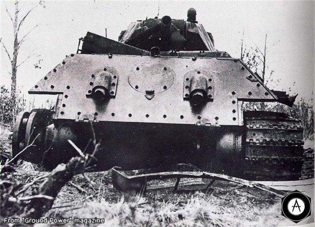 Т-34 кормой, рабиты гусеница и двигатель