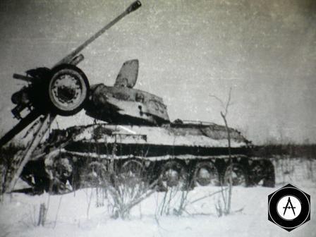 Т-34 таранил противотанковую пушку