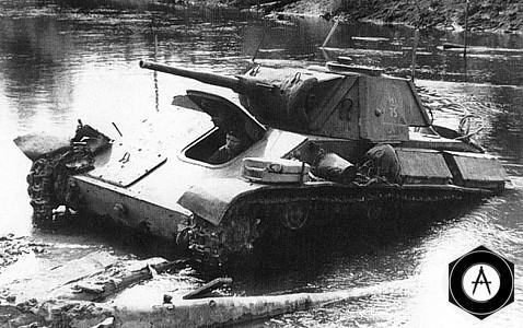 Легкий танк Т-70 форсирует реку Шпрее
