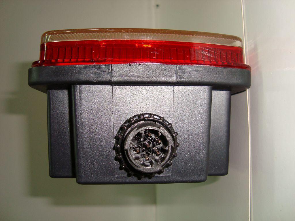 5638094 Фонарь задний Volvo-Scania с AMP разьемом сбоку 6 секц вид сбоку