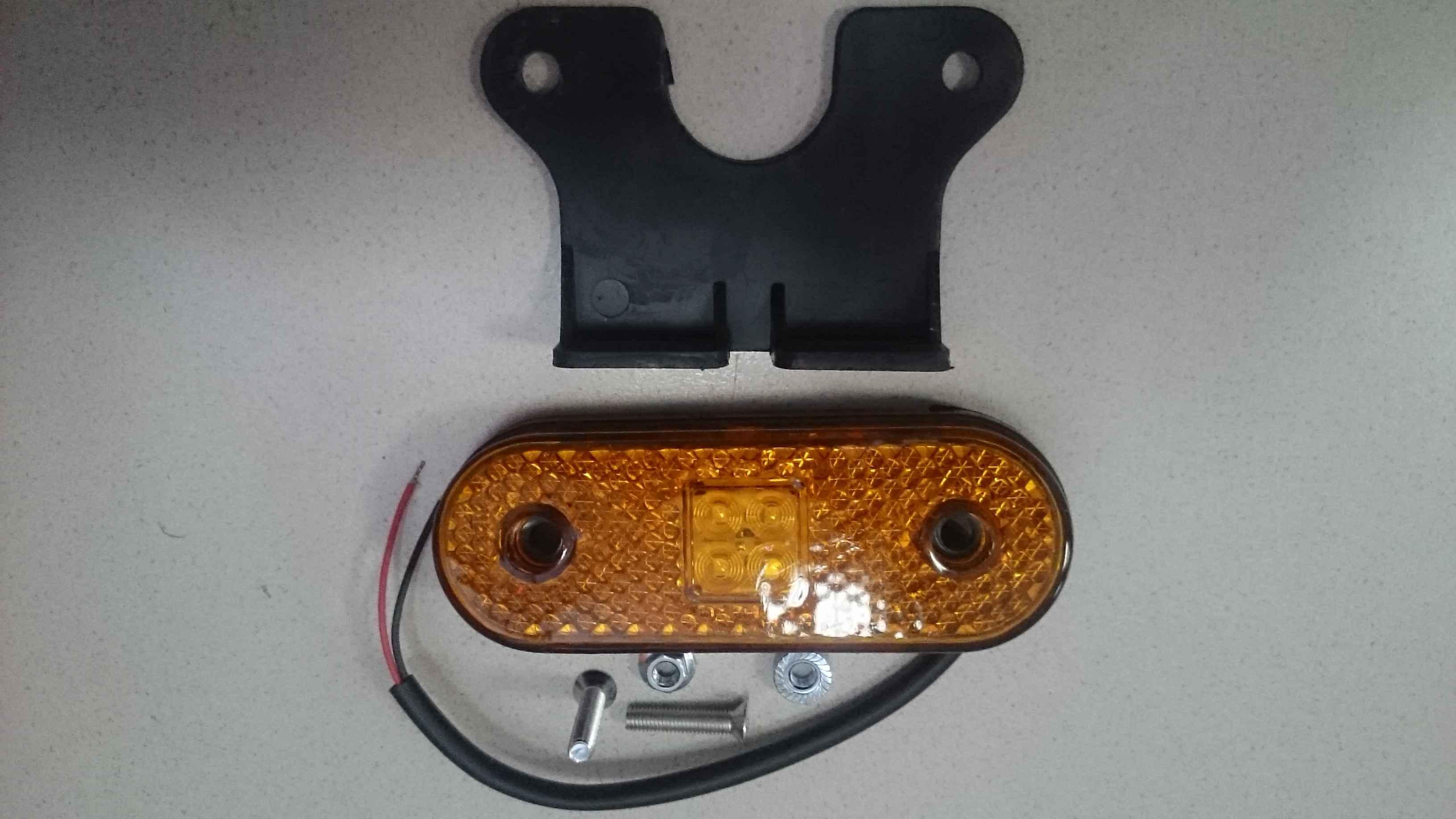 52123731001 Фонарь маркерный  жёлтый с проводом SCHMITZ  Unipoint-1-LED 115х40 с кронштейном (1008659,191183,190906,720302,720301,104260,212000004)