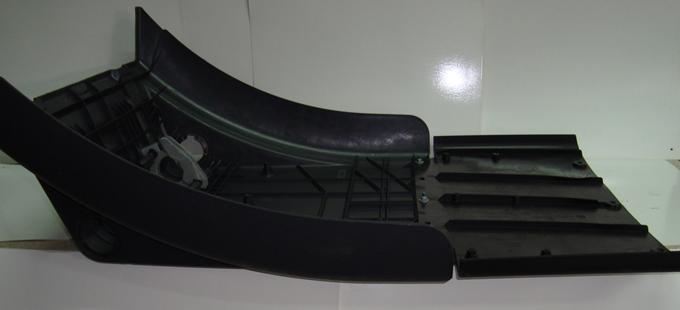 Крыло заднее с брызговиком в сборе передняя часть