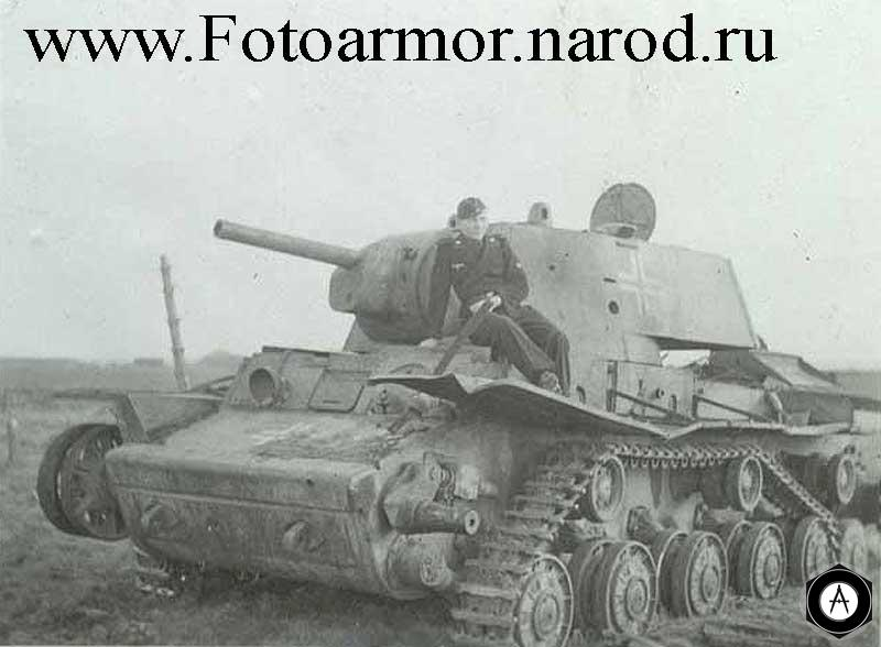 фотография танка КВ-1 захваченного намцами и подготовленного для буксировки