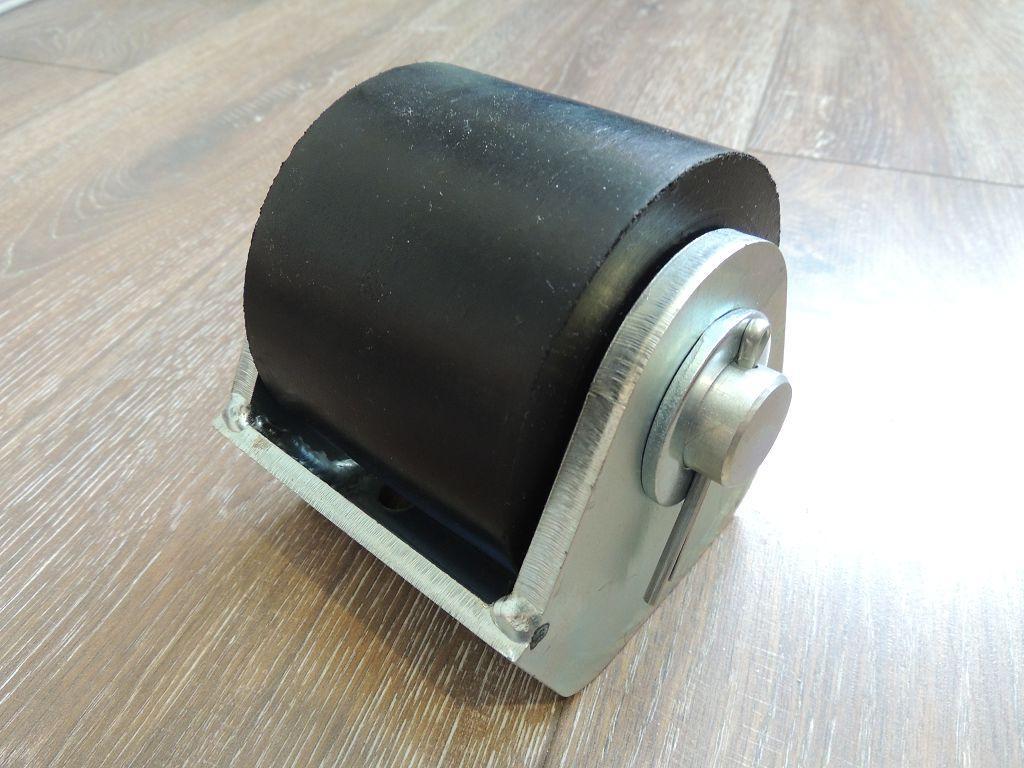 9905001 Однороликовый отбойник D100 SCHMITZ (4 отв.50х50мм)