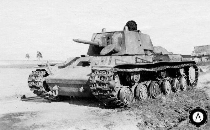 КВ-1 брошен экипажем, ствол забит