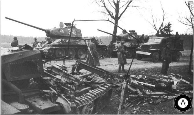 наступающие Т-34-85 1945