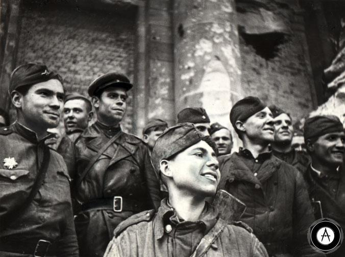 фото в Берлине у РейхСтага май 1945