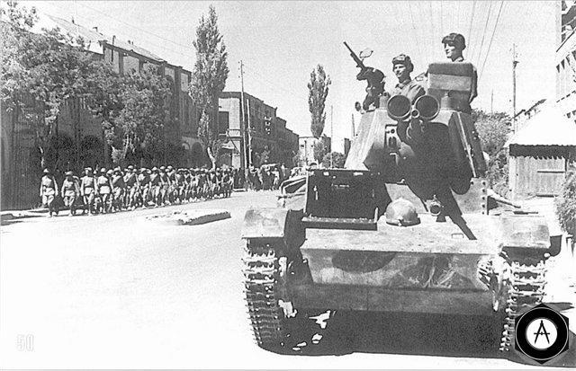 Подразделения РККА на улицах иранского города Тавриз (Тебриз)