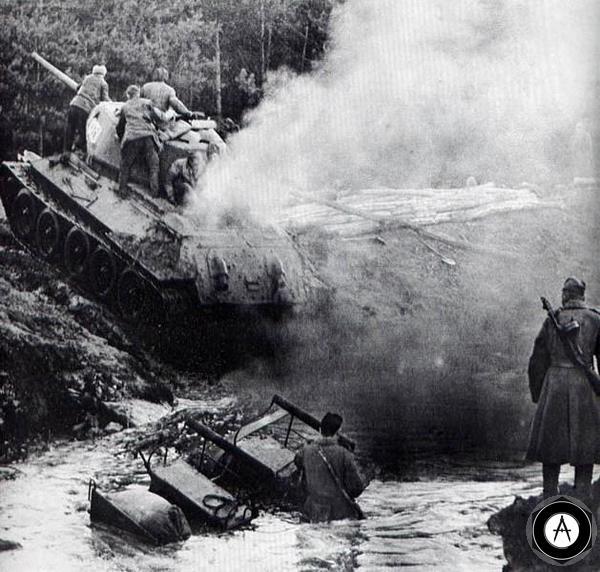 Т-34-85 форсирует водную преграду 1944 Белоруссия