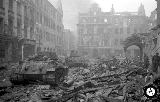 Т-34 по руинам Европы