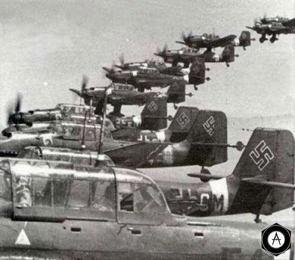 Юнкерсы U-87 в строю перед пикированием