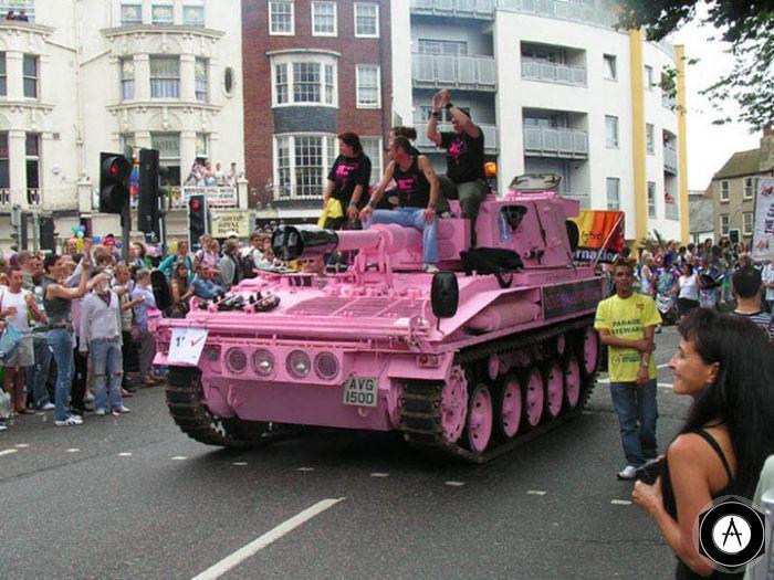 Ждем розовых танков, сау и прочего