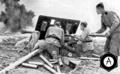 Аммухамедов и Кучмеев отражают атаку вражеских танков