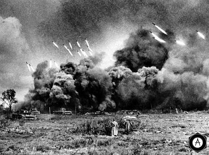 Залп Катюш перед атакой танков