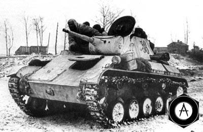 Лёгкий танк Т-70 выдвигается на рубеж атаки