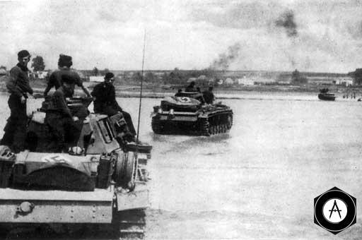 Немецкие танки форсируют водную преграду