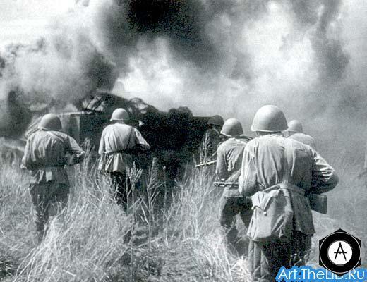 Пехота генерала Жадова поддерживает атаку танков Ротмистрова