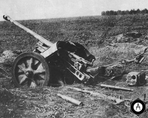 Рак-38 после атаки советских танков, 1943г