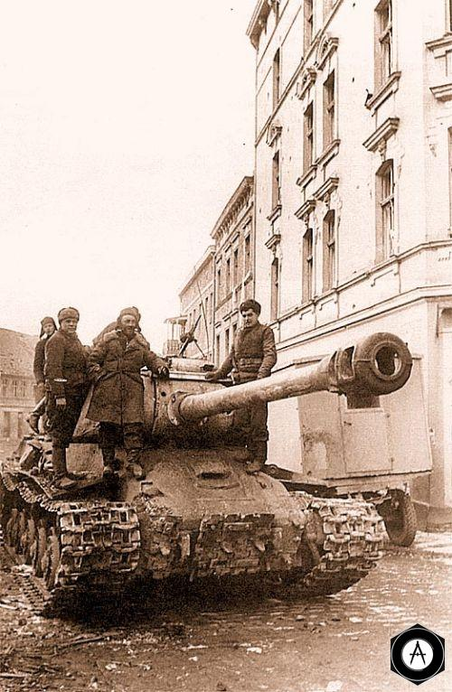 Танк ИС-2 11-й ОГвТТБр на улице Штаргарда