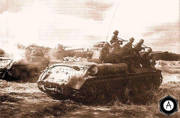 Танки ИС-2 с десантом во время атаки 3