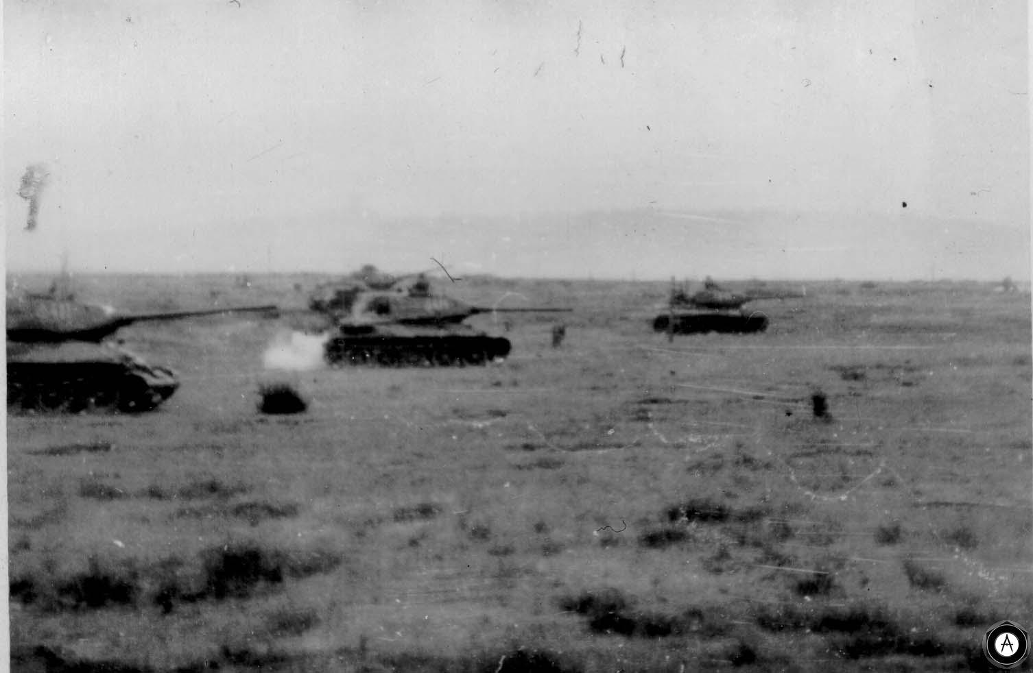 Танковая атака Т-34 с 85-мм пушкой