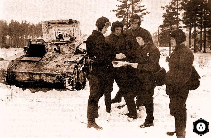 Экипаж танка Т-26 перед атакой