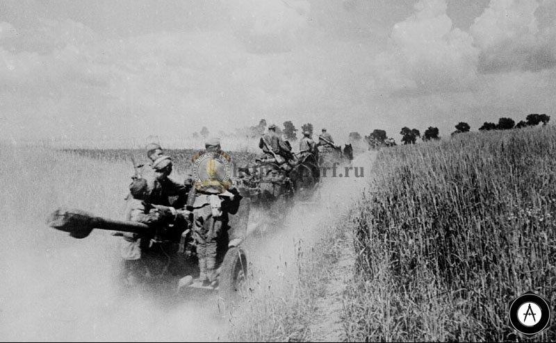 Батарея ЗИС 3 на марше Калининский фронт, 1942 г