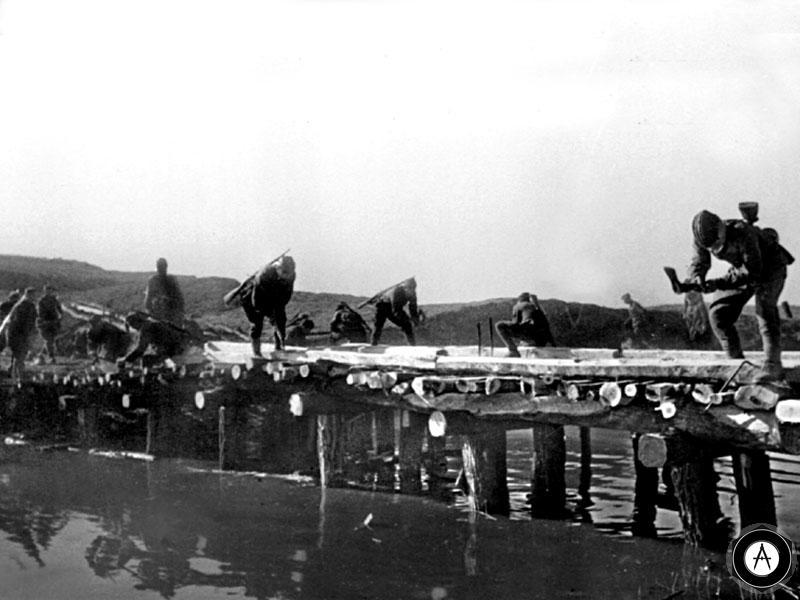 постройка деревянного моста 1943