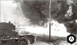 Советский огнеметный танк во время атаки