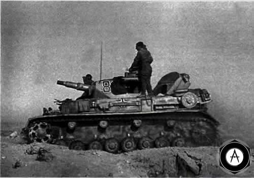 Т-4E из состава 21-й танковой дивизии Африканского корпуса в атаке