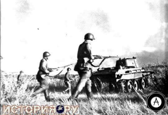 Танки БТ-5 и пехота идут в атаку Халхин-Гол 1939