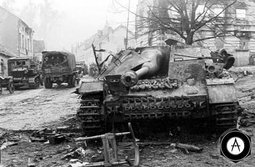 StuG III уничтожен в городе