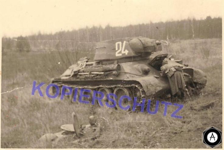 огнемётный Т-34 взрывом сорвана крыша башни