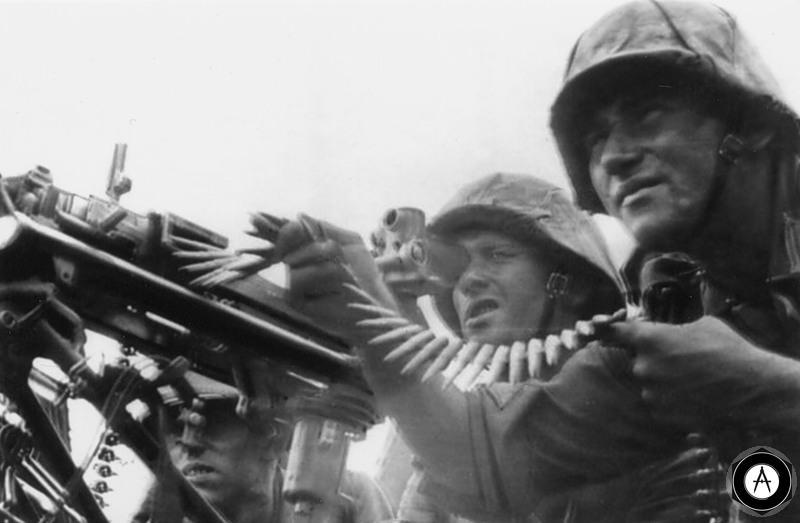 расчёт MG42 ведёт огонь