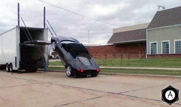 Ferrari F430 Spider упал при погрузке