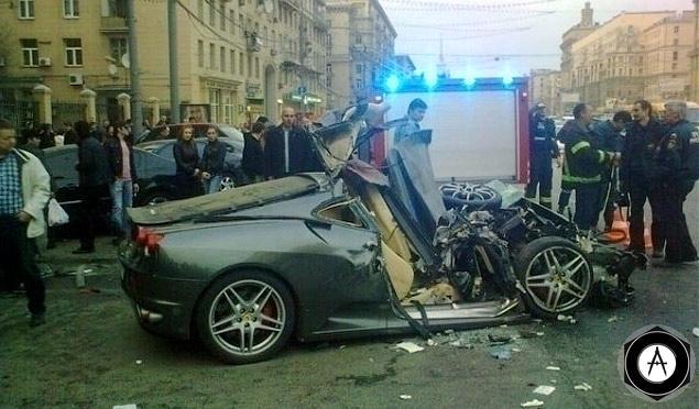 Авария с участием Ferrari F430 на Кутузовском проспекте
