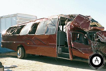 В столкновении грузовика и автобуса пострадал 31 американец