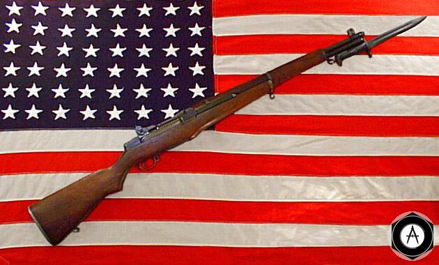 М1 GARAND на фоне USA флага