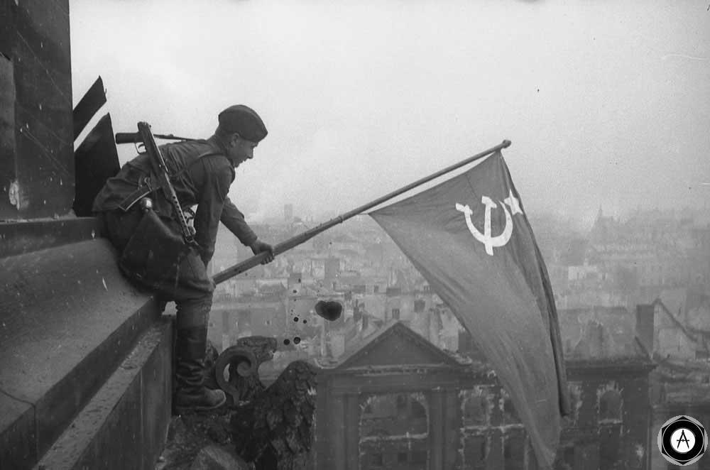 Алексей Ковалев, Берлин 1945 флаг Победы