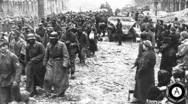 битва за Берлин 1945 пленные на улицах Берлина
